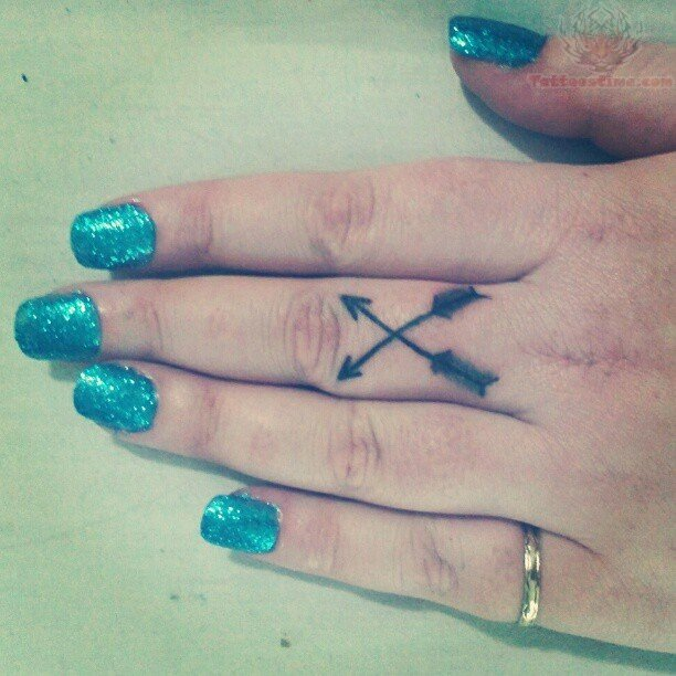 File Name : arrowcrosstattoosonfinger.jpg Resolution : 612x612